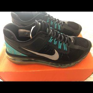 Men's Size 7 Air Max + 2013 Shoes